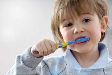 كيف أنظف أسناني بطريقة صحيحة؟