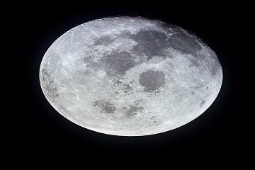 إلى القمر مجدداً !