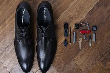 حذاءٌ جاسوسيّ