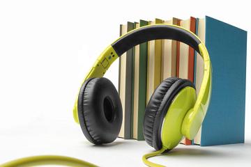 إني أسمع كتاباً