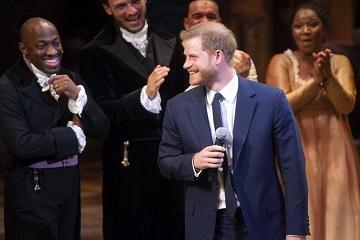 الأمير على المسرح!