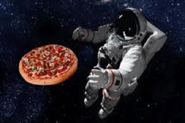 غداءٌ في الفضاء!!