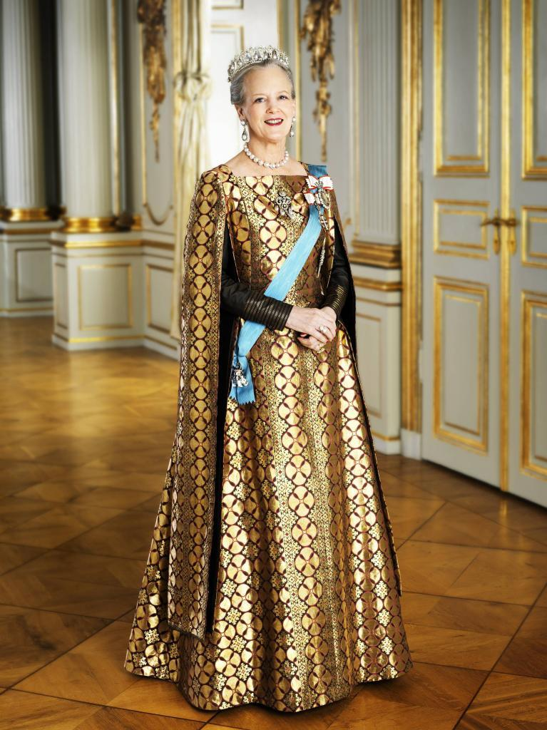 ملكة أم مصممة أزياء !