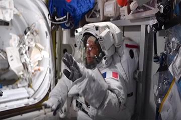 رقصة رواد الفضاء